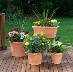 Der Bau einer Gartenterrasse aus Holz ist nicht schwer