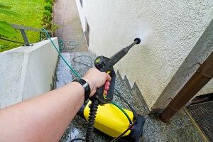 Ein Hochdruckreiniger ist in Haus und Garten ein wertvoller Helfer