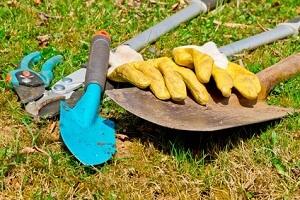 Gartengeräte müssen regelmäßig gepflegt und an einem trockenen Ort aufbewahrt werden