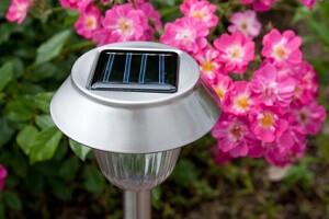 Die meisten Gartenbesitzer setzen auf energiesparende Beleuchtung © Daniel Ernst - Fotolia.com