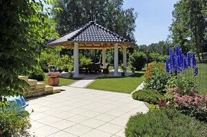 Ein Pavillion im Garten wirkt besonders romantisch © Omika - Fotolia.com