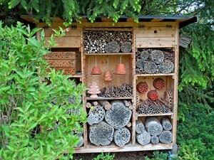 Ein Insektenhotel lässt sich auch ganz leicht selber bauen © M. Schuppich - Fotolia.com