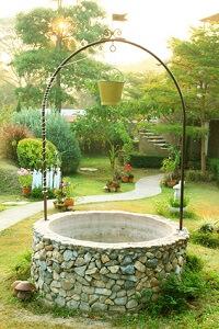 Brunnen im Garten werden wieder beliebter © Nongnuch Leelaphasuk - Fotolia.com