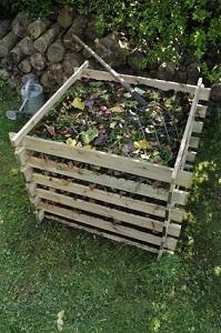 Kompost wird am besten vor dem Frühjahr umgesetzt © coulanges - Fotolia.com
