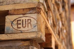 Aus normalen Europaletten kann man tatsächlich Gartenmöbel bauen © cmfotoworks - Fotolia.com