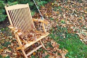 Gartenmöbel gehören jetzt ins Winterquartier © fotoknips - Fotolia.com
