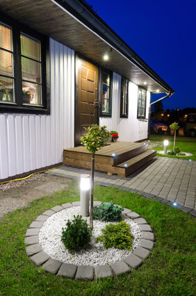 Gartenbeleuchtung sorgt auch für Sicherheit! © Piotr Wawrzyniuk - Fotolia.com