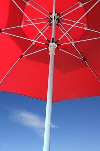 Sonnenschirme sind als Schattenspender am flexibelsten
