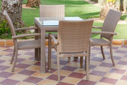 Gartenmöbel aus Polyrattan sind optisch sehr schön anzusehen! © Paul Maguire - Fotolia.com