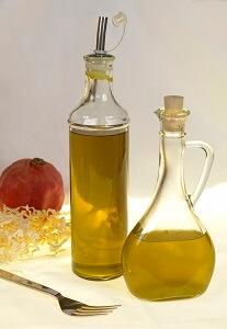 Olivenöl lässt sich nach Lust und Laune mit Kräutern verfeinern
